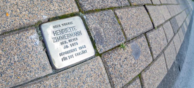 #GlanzstattHetze – der Freundeskreis poliert die Stolpersteine der Siedlung